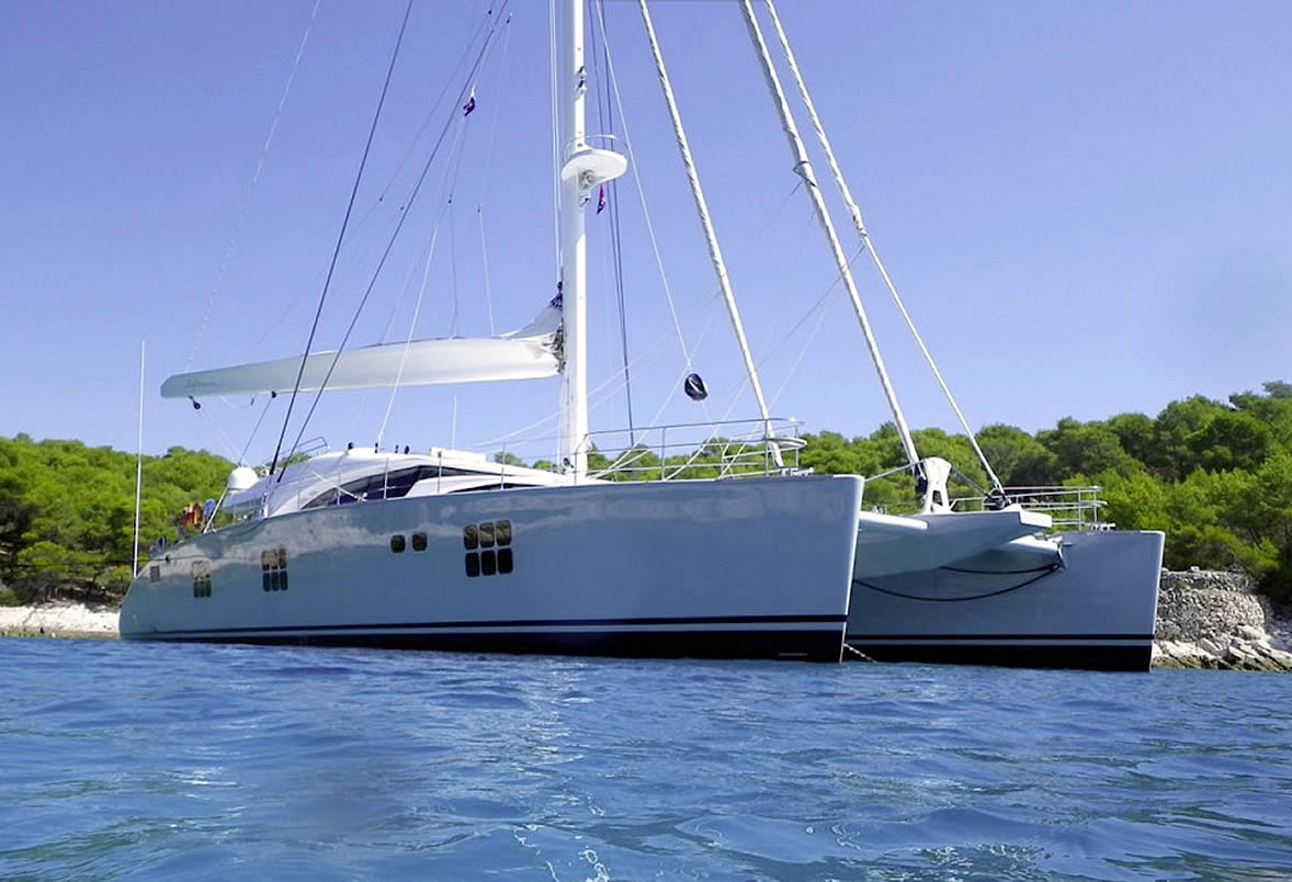 charter-catamaran-ipharra-at-anchor