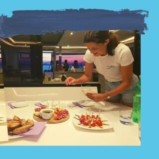 🍲Dinner time🥘 After a long day, dinner is a saviour for all on board, even when nobody is hungry.🙃 Our partners @artisans_of_food provide the most delicious Croatian food so everybody gets in the mood for food. 😊 #valeyachting #valexperience #yachting #artisansoffood #sailing #safetrip #cooking #dinner #croatia #adriatics